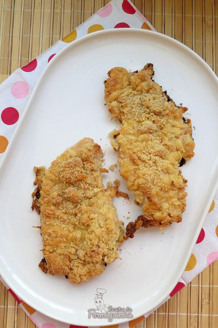 Para variar nosso frango de todo dia, te apresento versão com maionese e crosta de parmesão