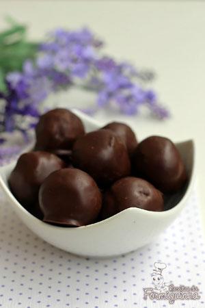 Bolinhas macias de panetone cobertas com chocolate.. Preciso dizer mais?