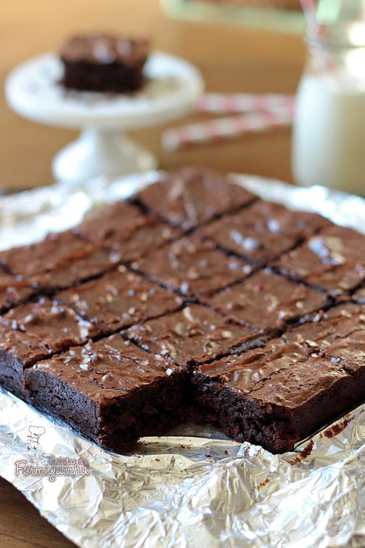 Úmido, saboroso e perfeito! Não dá para resistir a esses Brownies de Cacau...