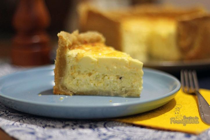 Recheio cremoso de queijo minas nesse lindo e perfumado quiche de queijo branco...