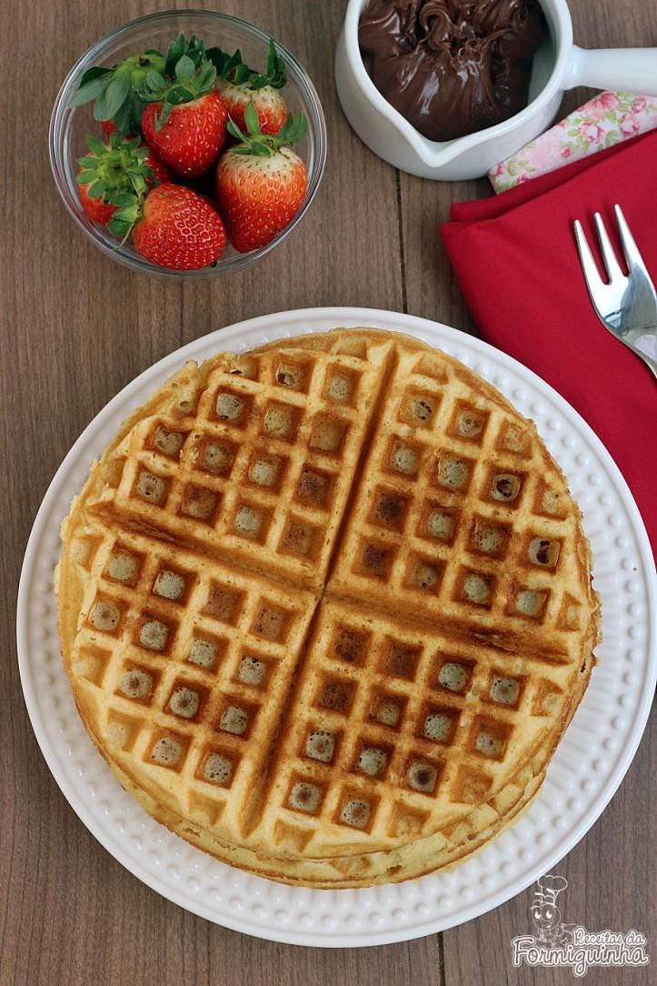 Quentinhos e deliciosos no café da manhã ou no lanche da tarde! Recheie com o quiser: frutas, caldas, sorvetes, iogurtes.. Deixe a imaginação comandar!