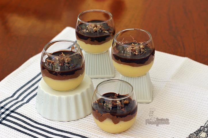 Daquelas receitinhas que você nem imagina como vai ficar deliciosa! Não deixe de conhecer essa Mousse de Chocolate e Creme de Baunilha...