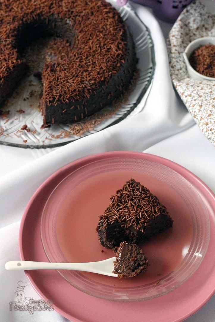 Surpreenda sua família e amigos com essa sobremesa mega fácil de fazer e super saborosa! Brigadeirão feito no microondas! Arrase!!