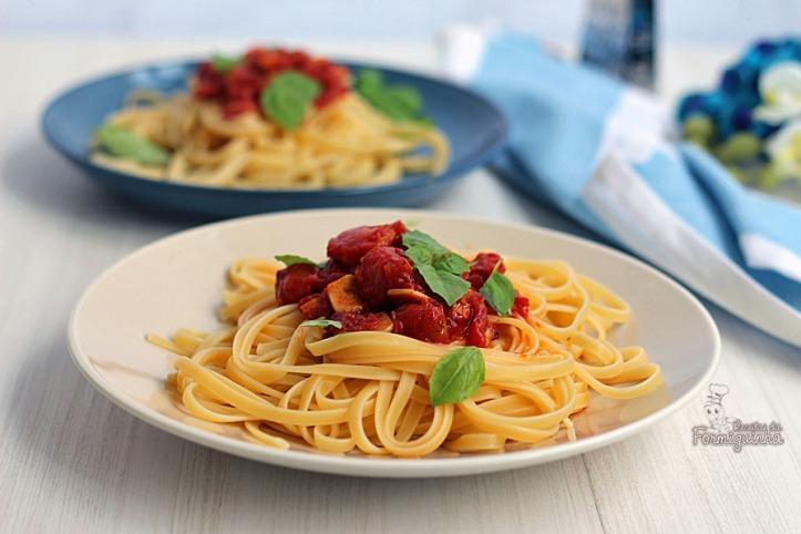 Combinação de sabores perfeita nesse Espaguete com Molho de Tomate, Alho e Manjericão... Hummm...