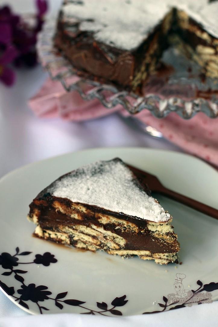 Camada crocante de biscoito intercalada com brigadeiro.. Não tem como dar erro essa maravilhosa Torta de Palha Italiana Recheada..