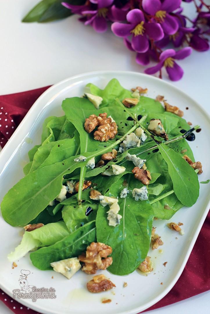 Folhas, gorgonzola e nozes: uma combinação incrível para uma boa salada de inverno!