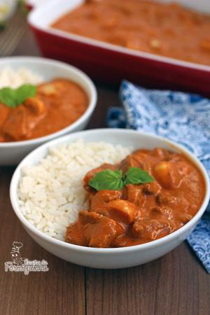 Refeição completa servida com arroz branco e batata palha (opcional), esse Strogonoff de Carne fica super saboroso e encorpado!