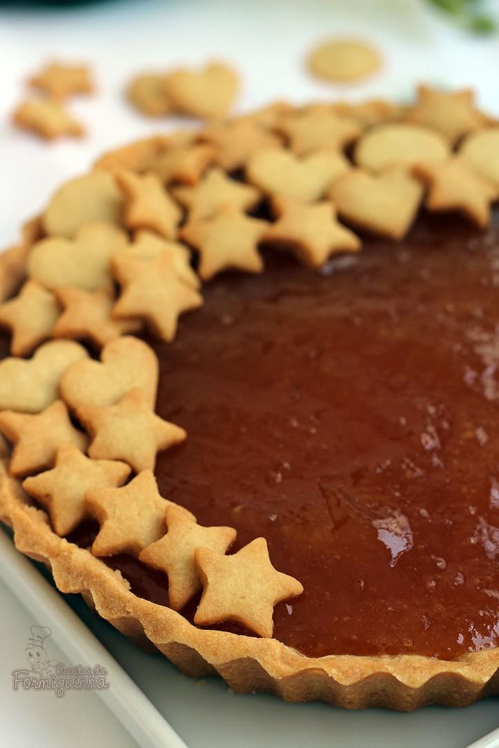 Torta deliciosa com amêndoas e recheada de cupuaçu. O recheio pode ser geleia ou até goiabada derretida. Vai resistir?
