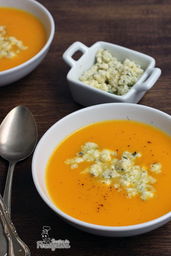 Aveludada e saborosa essa sopa esquenta o estômago e abraça a alma. Sopa de Abóbora com Gorgonzola. Surpreenda seus convidados servindo essa maravilha na Festa Junina!