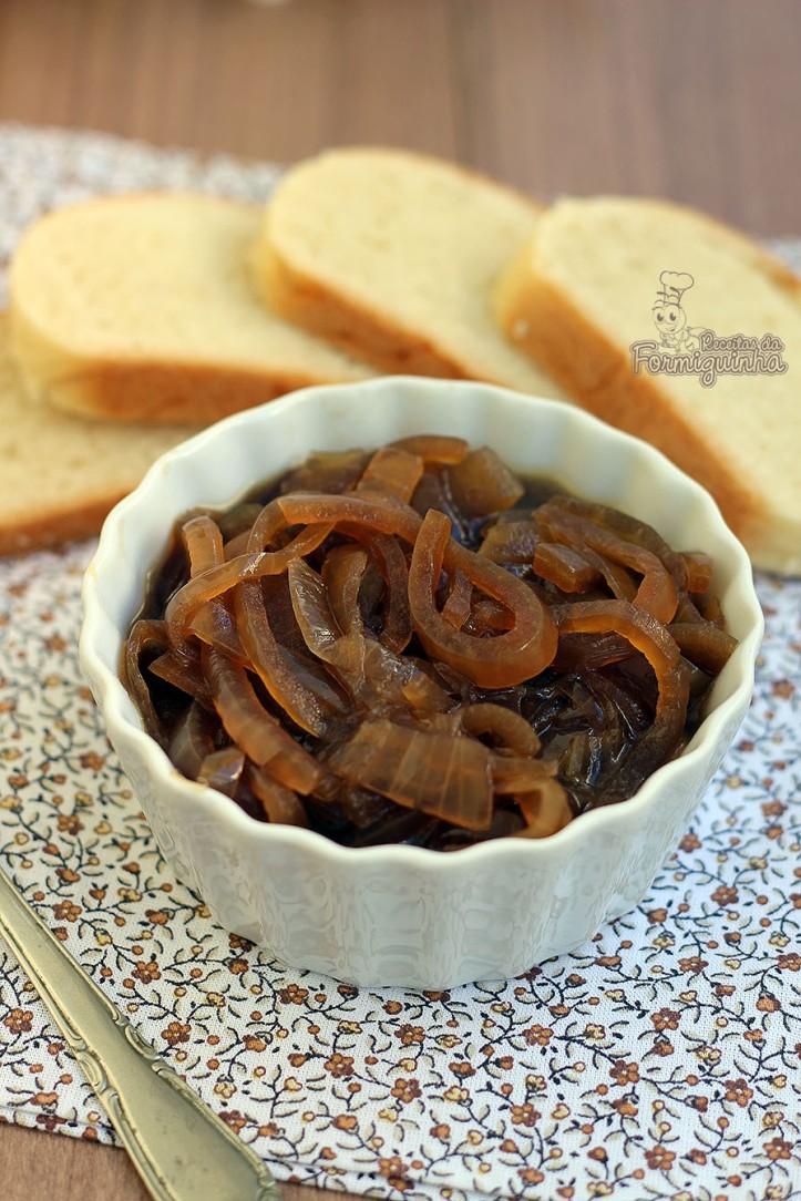 Incremente seus sanduíches com essa suculenta Cebola Caramelizada na Cerveja Preta. Fica incrível e deliciosa!!!