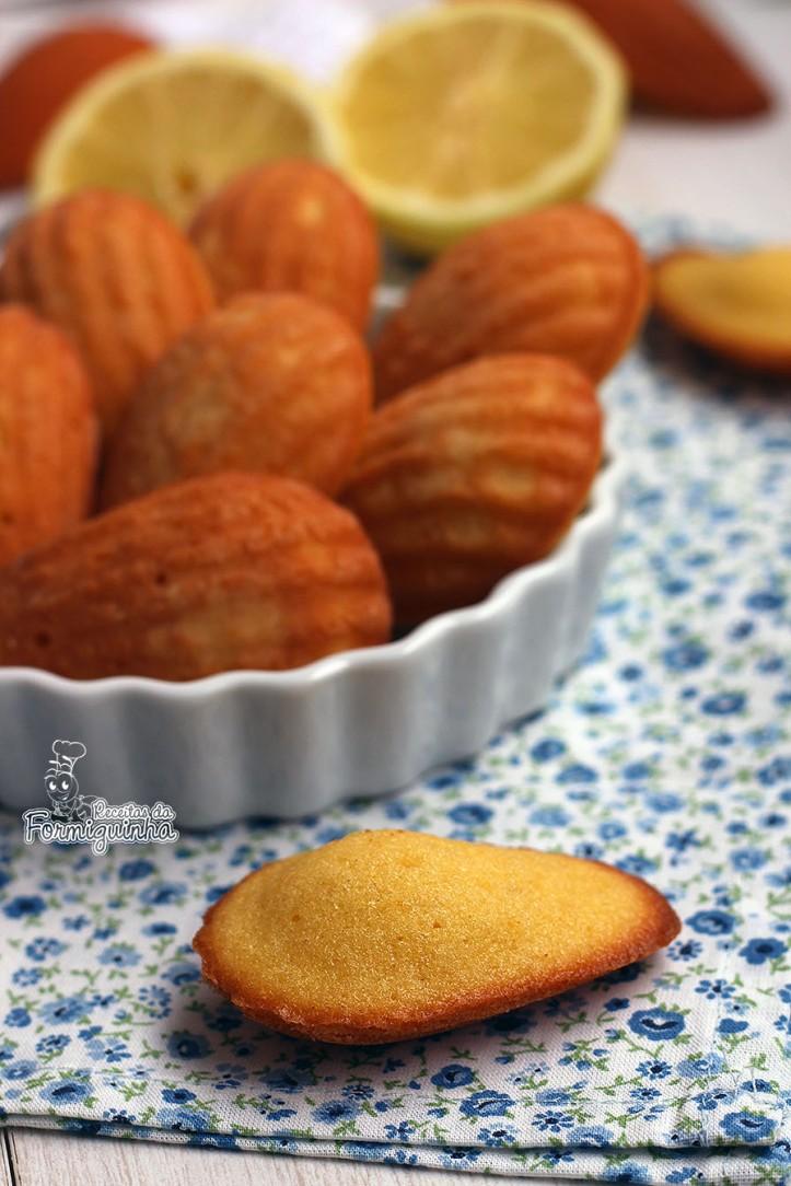 Um clássico francês para acompanhar uma bela xícara de café ou chá! Madeleines de Limão Siciliano são bolinhos macios e perfumados. Impossíveis de resistir!
