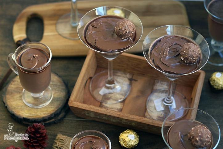 Cremosa, refrescante e deliciosa! Panna Cotta de Nutella é uma sobremesa simples e incrível para surpreender seus convidados...